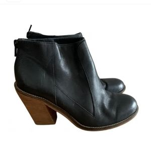 SURFACE TO AIR Leather Black Ankle Booties size 7